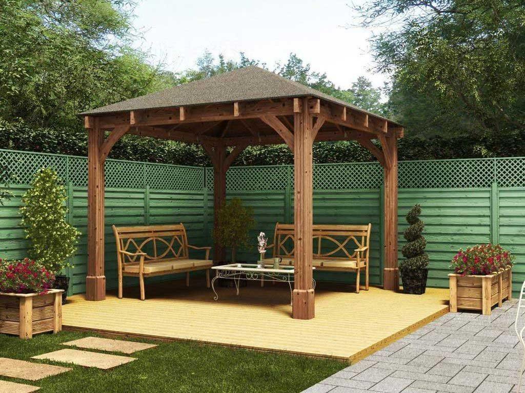 terasa lemn cu dotata cu scaune patrate cu acoperis fara pereti buna pentru odihna vara